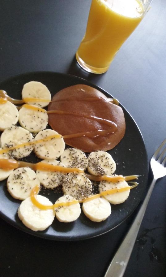 Petit-déj pancakes-bananes-caramel