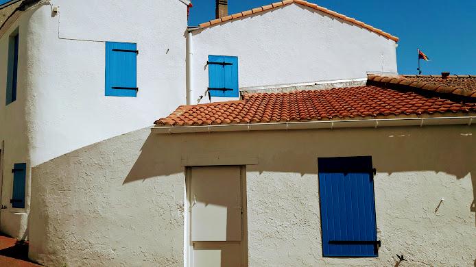 maison coloré bleu